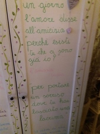 Trattoria Mazzini Marina: scritte su muri e pareti