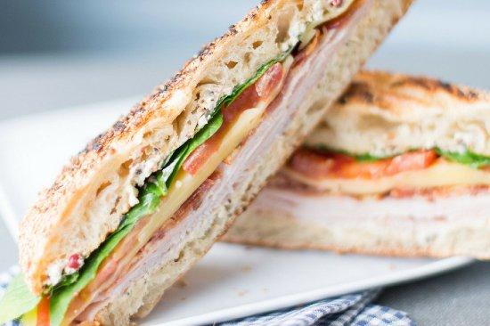 cojean Laffitte: à l'ardoise chaque semaine, deux recettes de sandwiches toastés avec une option végétarienne.