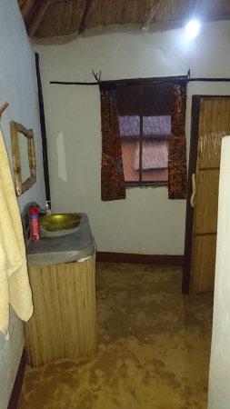 Hornbill Bush Lodge: Bathroom of Twiga Tales Lodge
