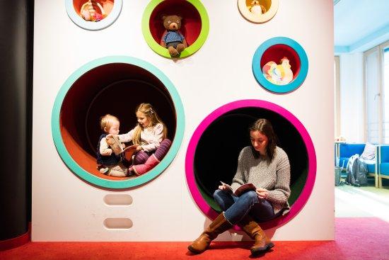 Dussmann das KulturKaufhaus: Kinderbuch-Abteilung
