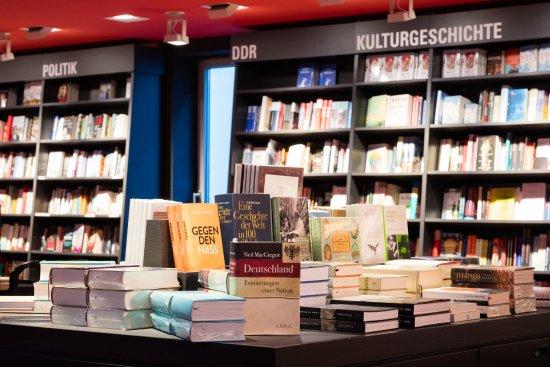Dussmann das KulturKaufhaus: Fachbuch-Abteilung
