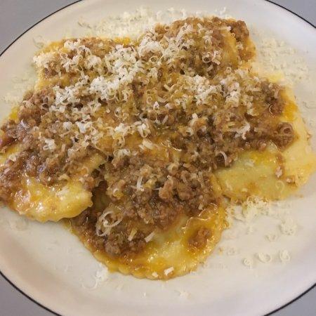 Osteria del Monsignore: Ravioli al ragù .