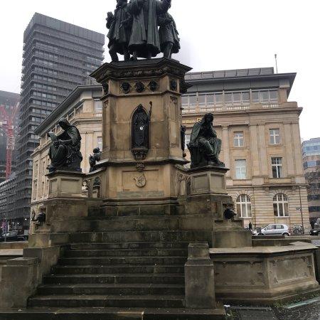Gutenberg-Denkmal: 22/12/2017
