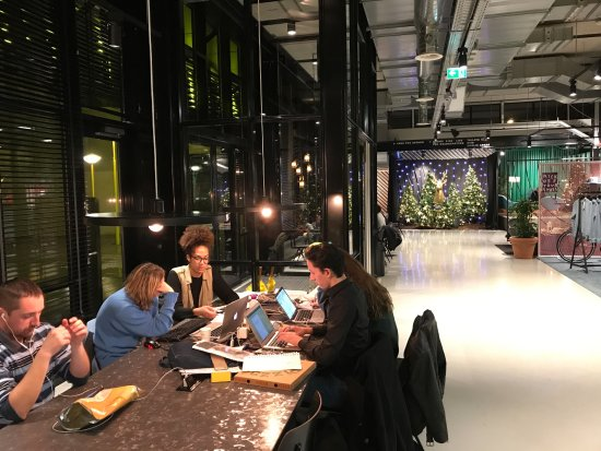 The Student Hotel Amsterdam City: Collaborative working in the hotel lobby