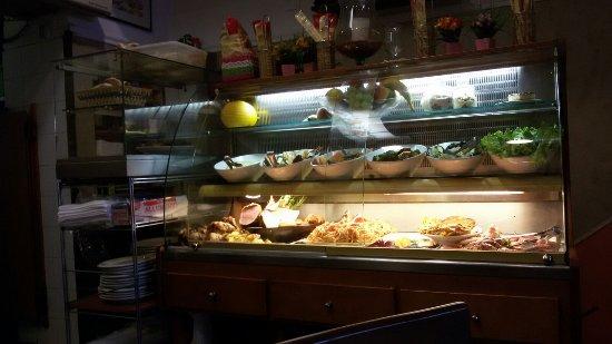 Trattoria Pizzeria Porta San Felice: piatti da servire
