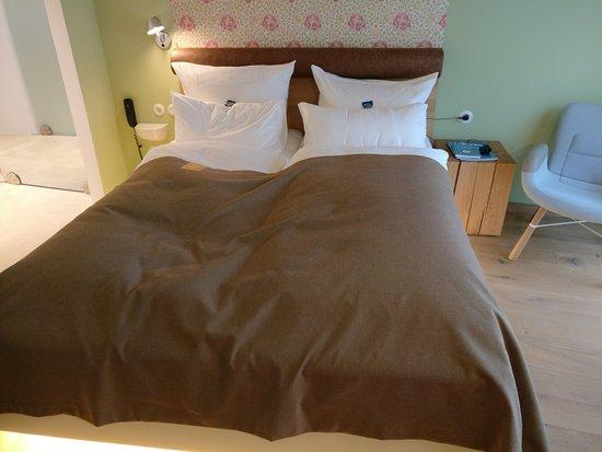 Hotel Gude: Ein bequemes großes Bett