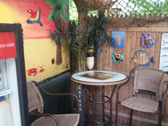 Ivoryton Tavern Cafe: Patio table for Two