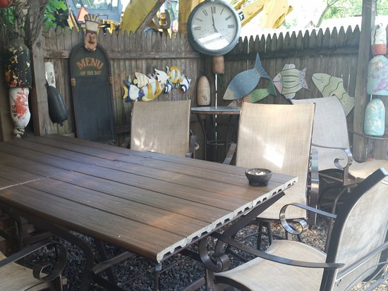 Ivoryton Tavern Cafe: Table for larger parties on Patio