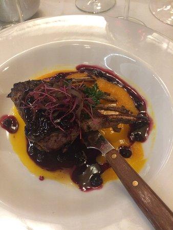 Miod Malina: costolette di agnello con salsa di zucca e mirtilli