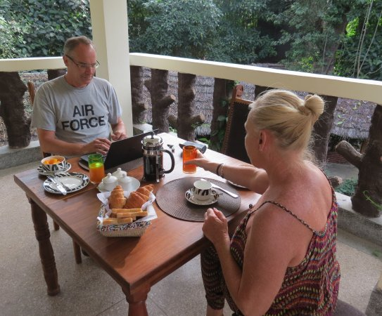 Le Jacaranda Hotel: Breakfast on the Terrasse