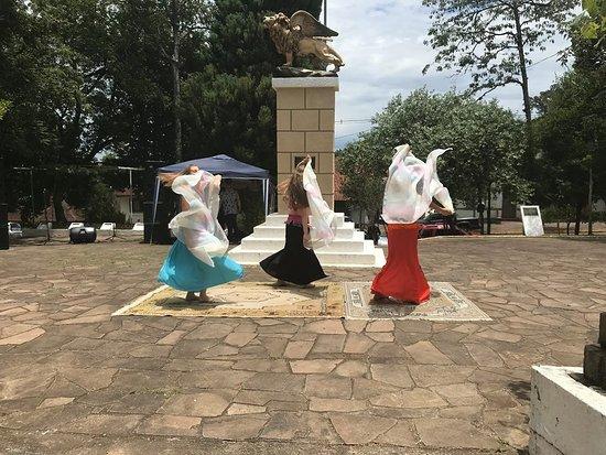 Praca Regional da Uva: Praça no evento FoodTruck Marcolina promovido pelo Grupo de Jovem de Otávio Rocha