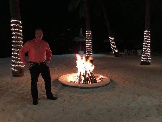 Citronella's Beach Lounge Restaurant: VIEW OF THE FIRE AT CITRONELLA'S CAFE LOCATED IN SUGAR BEACH GOLF AND SPA RESORT, DECEMBER 2017.
