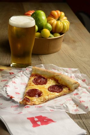 Hell's Pizza: Beer + Pepperoni´s slice. Best combination ever.