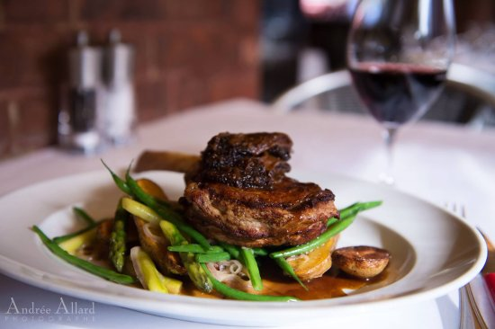 Restaurant Lemeac: Notre côte de veau en mode hivernal : avec une magnifique sauce aux morilles.