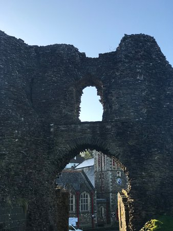 Launceston Castle: Looking out from the gate
