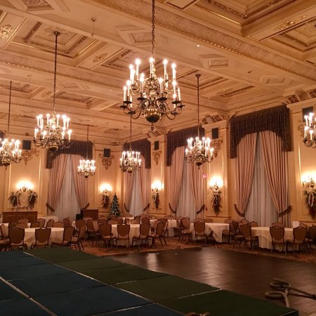 Fort Garry Hotel: Beautiful historic hotel! Especially nice during Christmas!