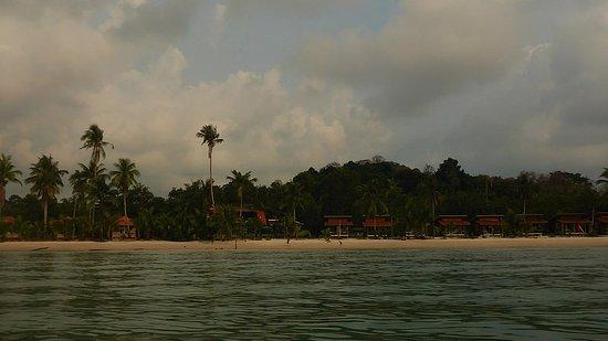 Siam Hut Koh Kood Resort: Вид с каяка на берег.