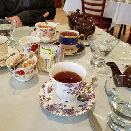 Serenity Tearoom & Fine Dining: Beautiful china cups