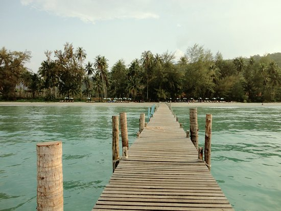 Siam Hut Koh Kood Resort: Деревянный причал.