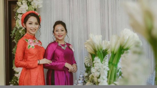 Gia Huy Silk Tailor Shop: Ao Dai for mother and daughter.
