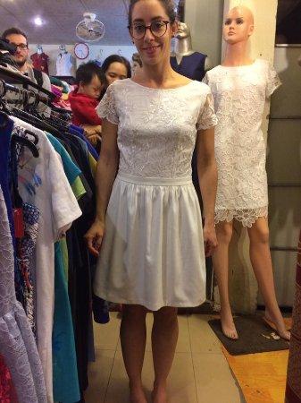 Gia Huy Silk Tailor Shop: Elle est mignonne