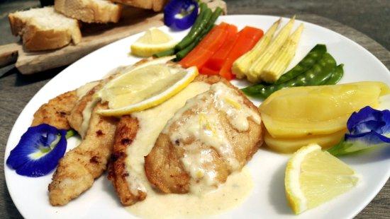 DD Fusion Food & Homestay: (italian food 03) - Chicken with lemon