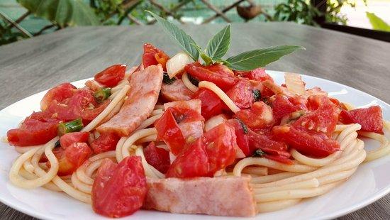 DD Fusion Food & Homestay: (italian food 08) - Pasta Summer (bacon, fresh tomato and italian basil)