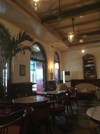 Cafe Batavia: 카페 1층