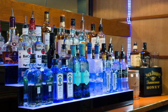 Holiday Inn Express Hemel Hempstead: Fanny a tipple? Choose one of our premium spirits available from the bar area