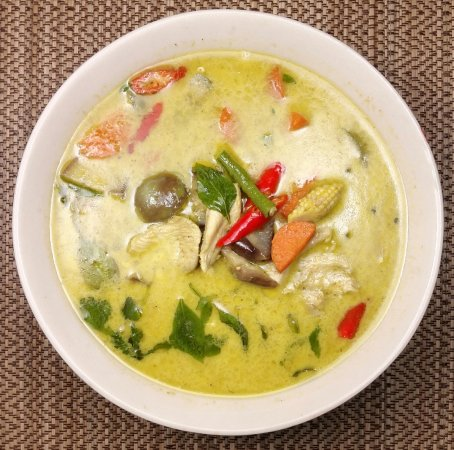 DD Fusion Food & Homestay: (thai food 01) - kaeng khiao wan - Chicken 90฿