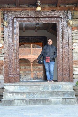 Hotel Castle Naggar: restaurant gate