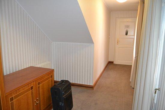 l 39 ingresso della stanza picture of hotel pod vezi. Black Bedroom Furniture Sets. Home Design Ideas