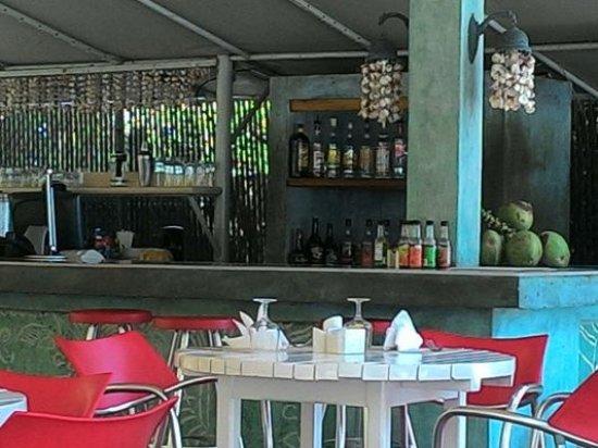 Idle Awhile Beach: beach bar and restaurant just a few steps from the sea....