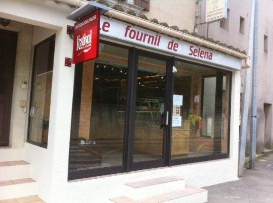 Barbentane, فرنسا: boulangerie située au niveau du rond point de barbentane