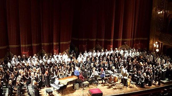 Teatro Colon: En función privada de la MISA CRIOLLA, participando en el coro En Voz Alta