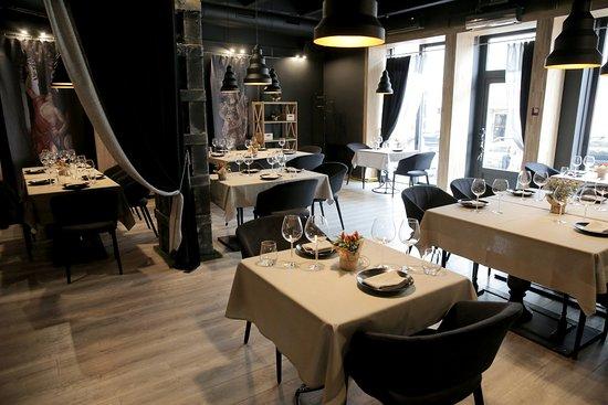 The Kitchen 21: Restaurant Interior