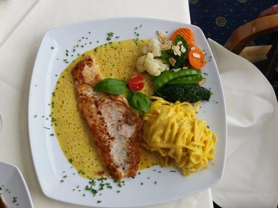 Golfpark Gut Haeusern Alte Gutsscheune: Köstliches Fischgericht
