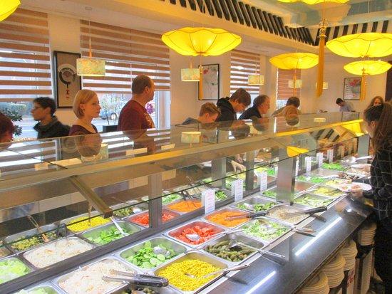 Asia Restaurant Mongolei: voorzijde buffet met verse produkten