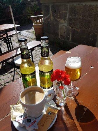 Frau Hopf im Schlosscafe: Pause
