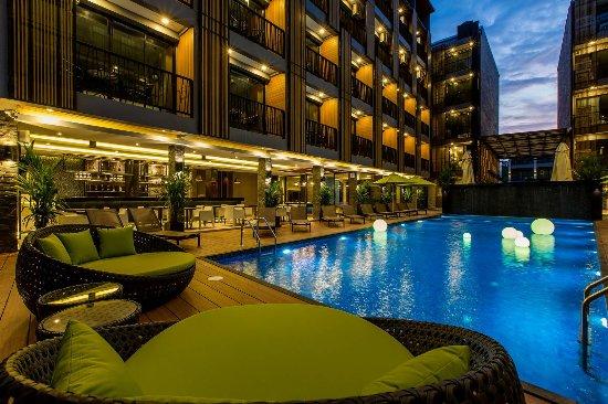 GLOW Ao Nang Krabi: Swimming Pool & Pool Bar