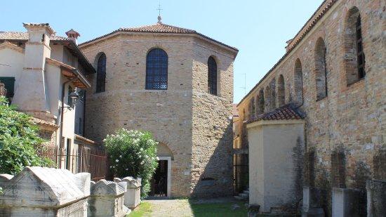 Grado - Szent Eufemia Bazilika, belső udvar
