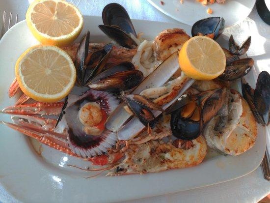 La Fonda del Port Olimpic: mixed seafood dish