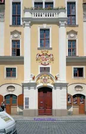 Loebau, Γερμανία: Prächtiges Wappen am Rathaus