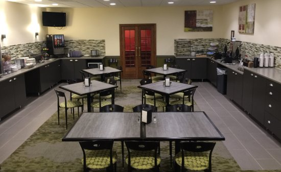 Country Inn & Suites by Radisson, Fergus Falls, MN: Breakfast Room