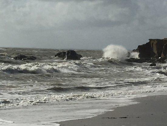 Pointe du Bile: vue du parking un jour de marée montante avec un peu de vent