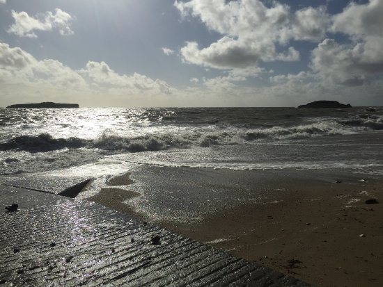 Penestin, Frankrike: au large les îlots qui délimitent ancienne côte . . . avant érosion. à voir.!