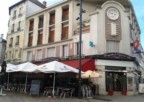 Brasserie de l'Hotel de ville: Vue du restaurant depuis la place