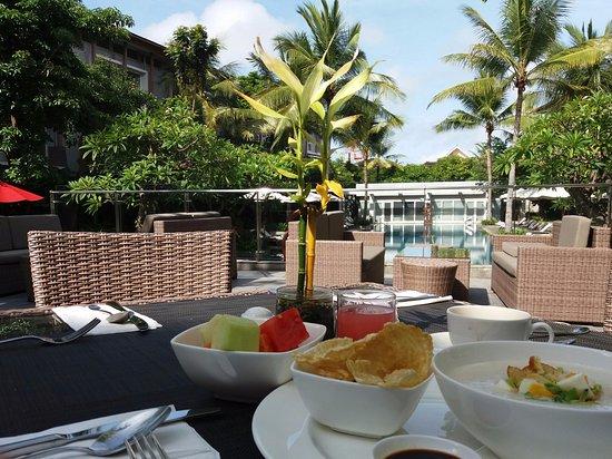 Hilton Garden Inn Bali Ngurah Rai Airport: Breakfast with a view