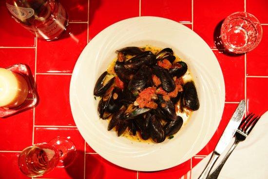 Decimo Ristobar: Cozze Mussels in White Vino