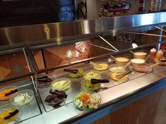 Pier 51 Seafood Restaurant: Salad Bar